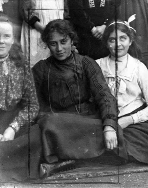 Maata Mahupuku (in the middle), also known as Martha Grace