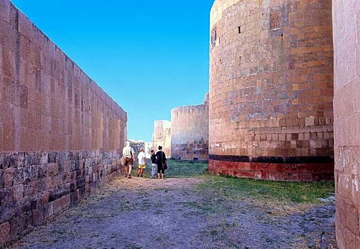 Northern fortifications and walls of Ani