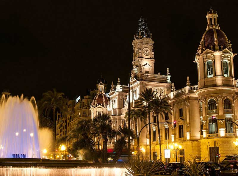 Plaza del Ayuntamiento by night