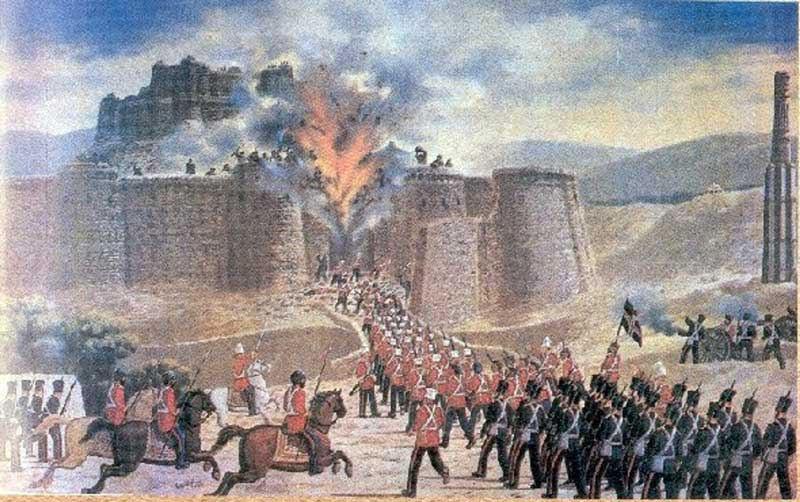 British-Indian force attacks the Ghazni fort during the First Afghan War