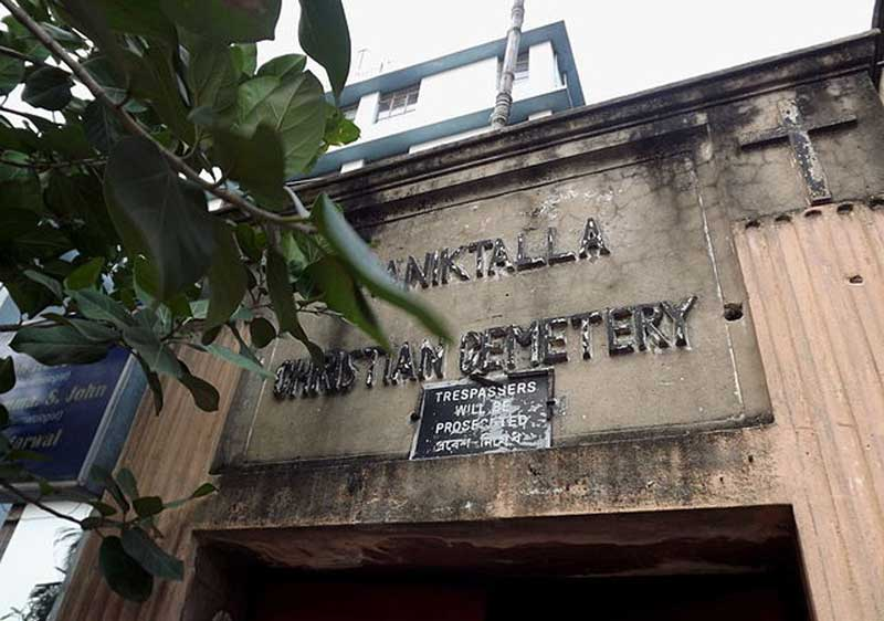 Maniktala Christian Cemetery - Entrance