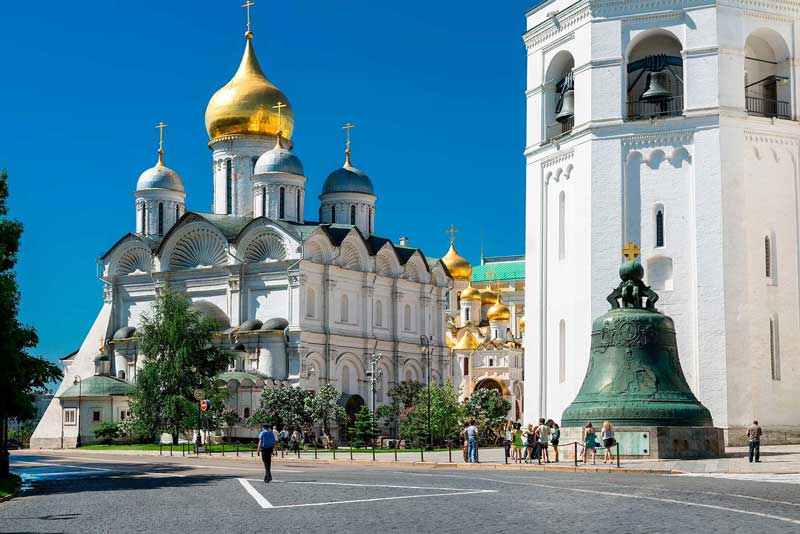 L - R: Cathedral of the Archangel, Cathedral of the Annunciation, Ivan the Great Bell Tower, Tsar Bell
