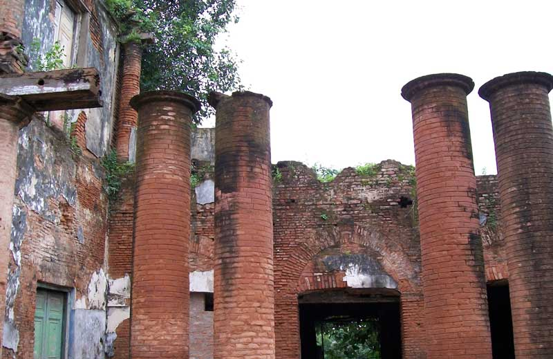 The pillars with the missing roof