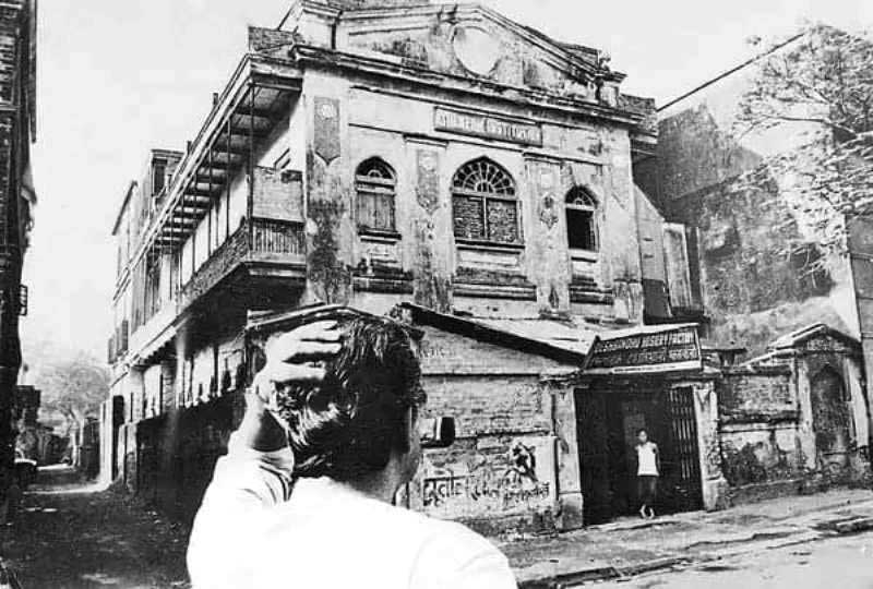 Satyajit Ray standing in front his ancestral house