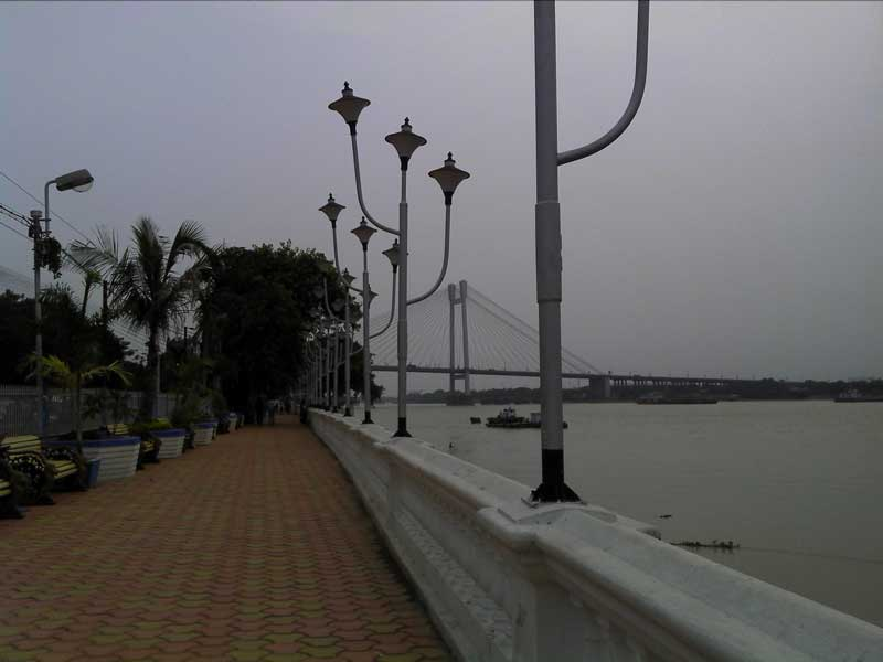 Part of the stretch from Babu Ghat To Prinsep Ghat