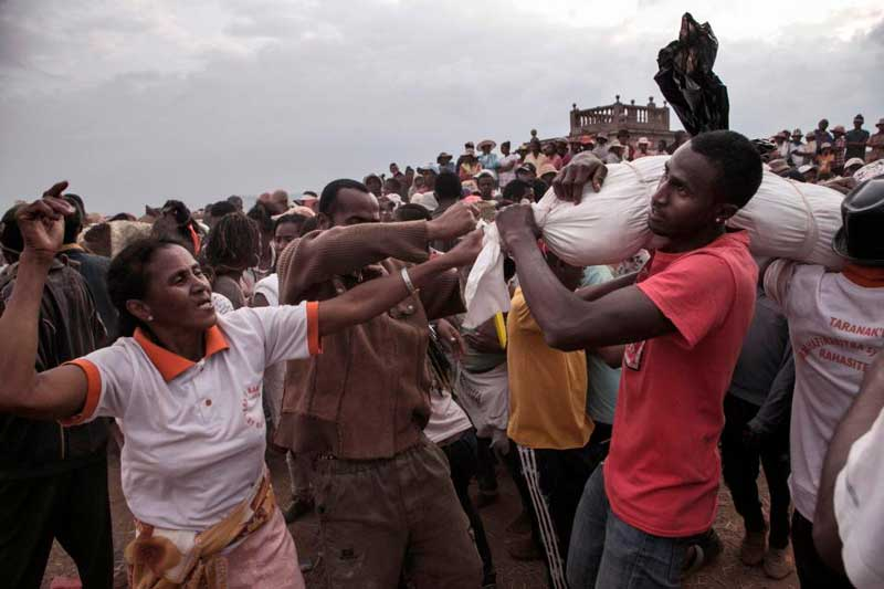 Family members carrying their dead