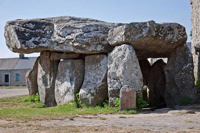 The Crucuno dolmen