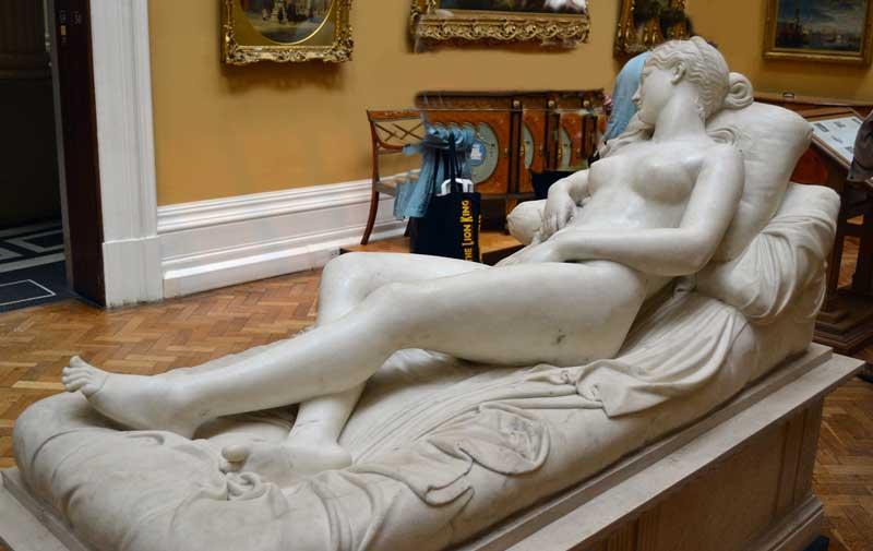 reclining venus by lorenzo bartolini